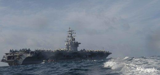 Lotniskowiec USS Dwight D. Eisenhower (CVN 69) podczas ćwiczeń na Morzu Arabskim / Zdjęcie: US Navy