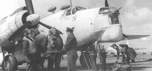 Polski Wellington z 304 Dywizjonu przygotowywany do lotu. Lotnisko w Dale, 1942 rok. / Zdjęcie: Internet