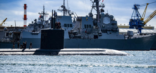 Okręt podwodny USS Cheyenne (SSN 773) klasy Los Angeles wypływa z bazy Pearl Harbor-Hickam. / Zdjęcie: US Navy