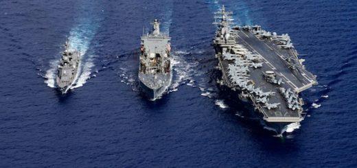 Grupa uderzeniowa USS Ronald Reagan (CVN 76) i japoński niszczyciel JS Ikazuchi (DD 107). / Źródło: US Navy