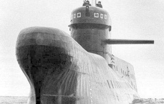 Okręt podwodny klasy India widziany od strony dziobowej. / Zdjęcie: globalsecurity.org
