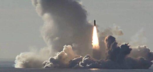 Wystrzelenie pocisku balistycznego Buława z pokładu okrętu podwodnego Project 955 Borei. / Zdjęcie: Ministerstwo Obrony Rosji / TASS