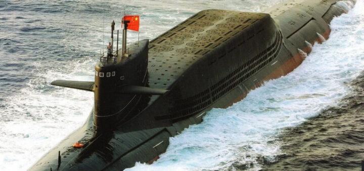 Atomowy okręt podwodny typ 094 w nomenklaturze NATO Jin Class (Klasa Jin). Okręty mogą być uzbrojone w 12 rakiet SLBM typu JL-2, z których każda ma zasięg ok. 7400 km i może przenosić jedną głowicę nuklearną. / Zdjęcie: National Interest