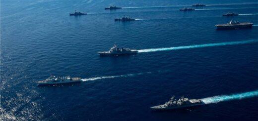 Okręty Marynarki Wojennej Stanów Zjednoczonych przydzielone do grupy uderzeniowej lotniskowca Ronalda Reagana dołączyły do okrętów Japan Maritime Self-Defense Force (JMSDF) Escort Flotilla 1, Escort Flotilla 4 i Royal Canadian Navy podczas ćwiczeń Keen Sword 21. / Zdjęcie: US Navy