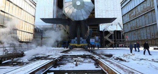 Zamaskowana śruba budowanego okrętu podwodnego. / Zdjęcie: Alexander Ryumin / TASS