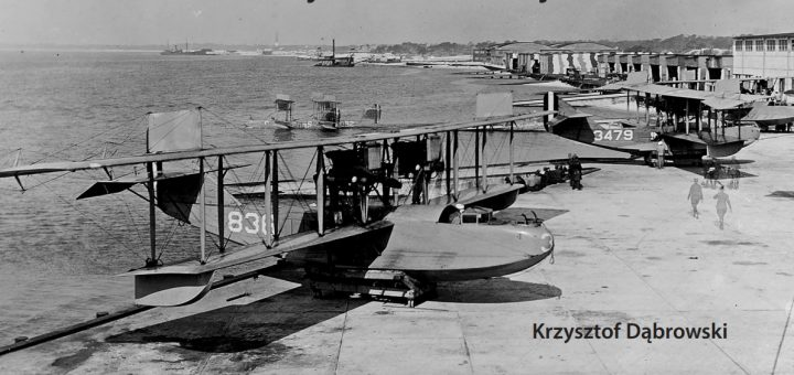 Łodzie latające Curtiss H-16 (na lądzie) i HS-1L (na wodzie) w bazie Pensacola na Florydzie, 1918 rok. / Zdjęcie: NH&HC