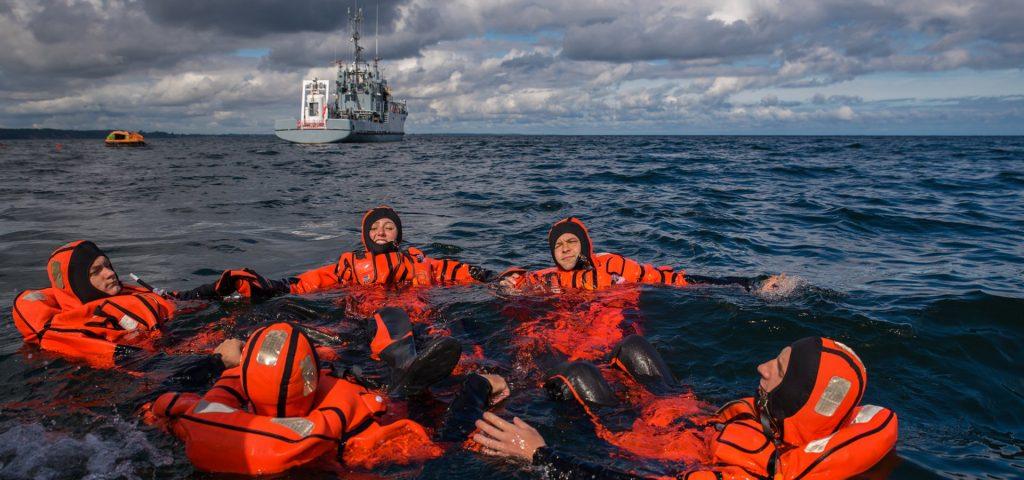 Szkolenie z przetrwania na morzu. / Zdjęcie: bsmt Michał Pietrzak/3. FO